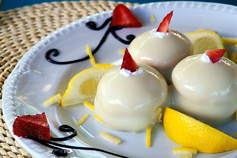 image 4-600-46 Food, Delizia al limone, lemon profiteroles with lemon cream and strawberries