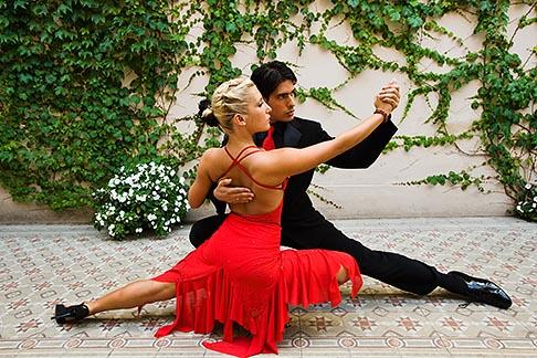 image 8-801-5684 Argentina, Buenos Aires, Tango dancers