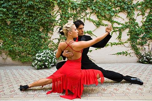 image 8-801-5686 Argentina, Buenos Aires, Tango dancers