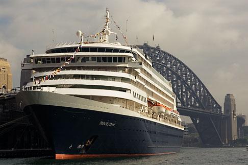 image 5-600-1429 Australia, Sydney, Cruise Ship