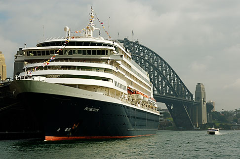 image 5-600-1430 Australia, Sydney, Circular Quay, Cruise ship