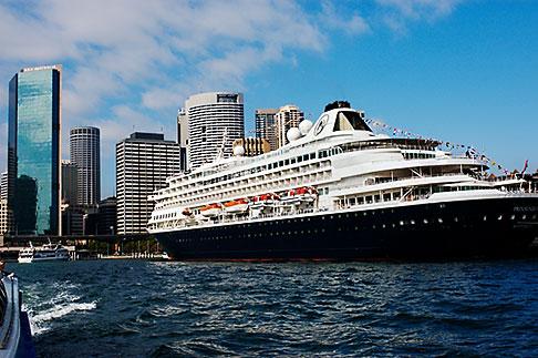 image 5-600-1445 Australia, Sydney, Circular Quay, Cruise ship