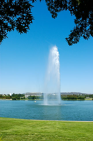 image 5-600-1635 Australia, Canberra, Lake Burley Griffin, Fountain
