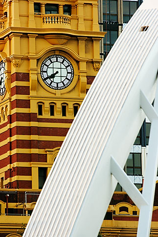 image 5-600-2199 Australia, Melbourne, Flinders Street Station and Yarra Pedestrian Bridge
