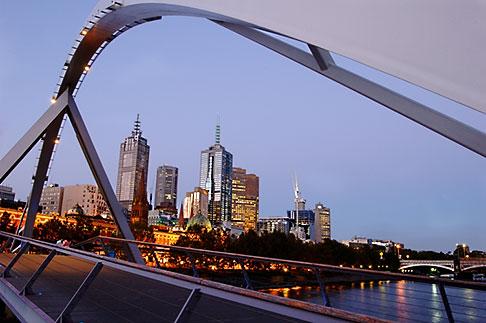 image 5-600-8749 Australia, Melbourne, Pedestrian Bridge across the Yarra River