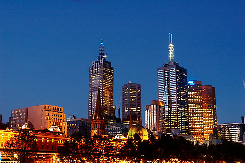 image 5-600-8763 Australia, Melbourne, Skyline at evening