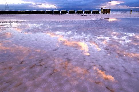 image 1-770-51 California, San Francisco Bay, Cargill salt ponds near Newark