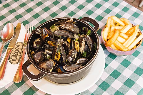 image 8-746-2745 Belgium, Brussels, Mussels and frites, Belgian specialty