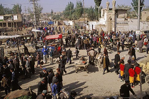 image 4-414-12 China, Kashgar, Street scene, Sunday market
