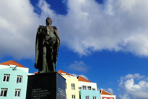 image 3-431-8 Curacao, Willemstad, Otrobanda waterfront, statue of Luis Brion
