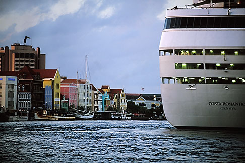 image 3-434-4 Curacao, Willemstad, Cruise ship at dock