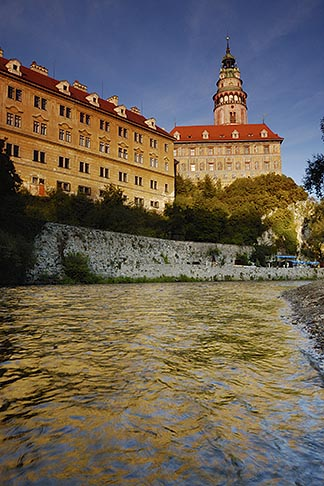 image 4-960-1027 Czech Republic, Cesky Krumlov, Cesky Krumlov castle and the Vlatava River