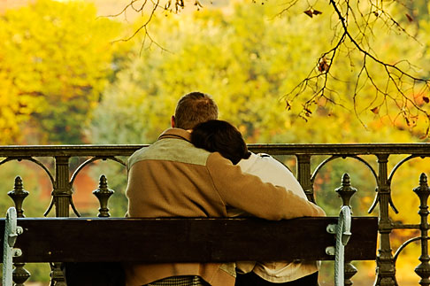 4-960-758  stock photo of Czech Republic, Prague, Couple on park bench