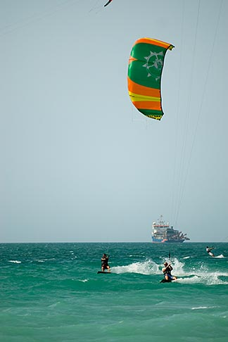 image 8-730-1487 United Arab Emirates, Dubai, Kiteboarding