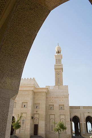 image 8-730-9002 United Arab Emirates, Dubai, Mosque archway and minaret, Jumeirah