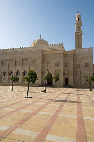 image 8-730-9012 United Arab Emirates, Dubai, Mosque courtyard, Jumeirah