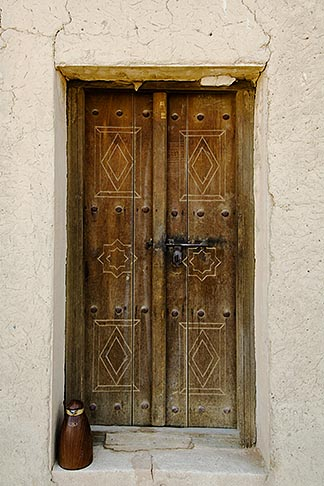 image 8-730-9761 United Arab Emirates, Abu Dhabi, Al Ain, Old weathered doorway