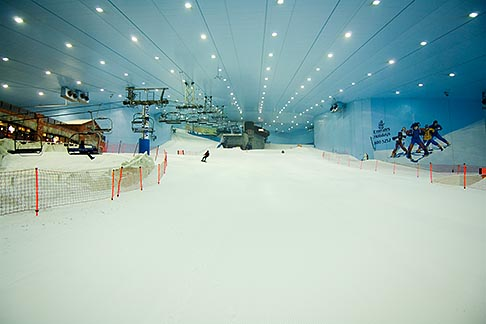 image 8-730-9992 United Arab Emirates, Dubai, Ski Dubai, indoor ski area