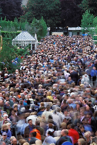 image 3-750-56 England, Chelsea Flower Show, Crowd scene