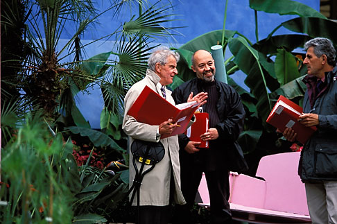 image 3-751-22 England, Chelsea Flower Show, Judging the show gardens
