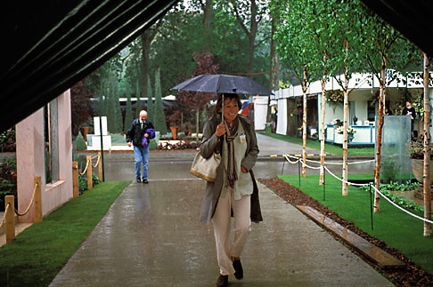 image 3-751-31 England, Chelsea Flower Show, Shelter from the storm