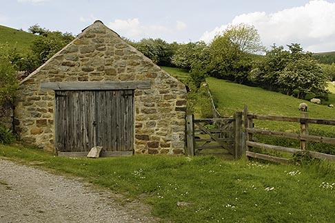 image 4-900-2193 England, North Yorkshire, Rosedale, Stone shelter