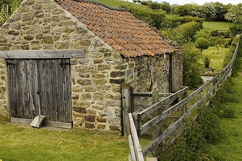 image 4-900-2202 England, North Yorkshire, Rosedale, Stone shelter