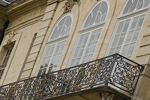 image 6-450-1300 France, Paris, Rodin Museum, Balcony