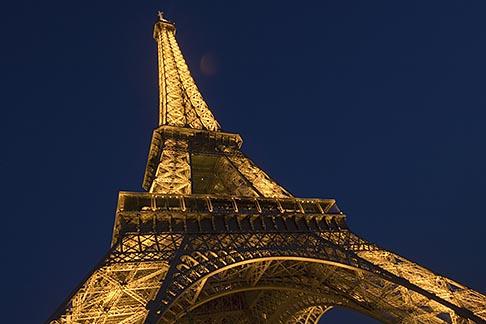image 6-450-6392 France, Paris, Eiffel Tower at night