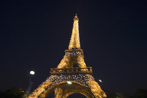image 6-450-6395 France, Paris, Eiffel Tower at night