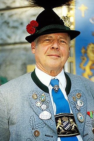 image 3-950-87 Germany, Munich, Oktoberfest, Man in traditional Bavarian clothes and hat