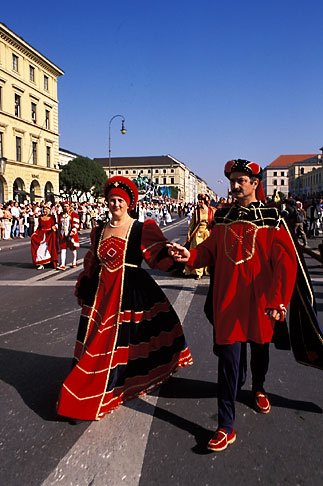 image 3-951-16 Germany, Munich, Oktoberfest, Parade of Folklore Groups