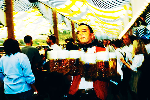 image 3-955-999 Germany, Munich, Oktoberfest, Waiter with beers