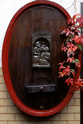 image 5-548-3 Germany, Frankfurt, Garden, Zum Gemalten Haus tavern