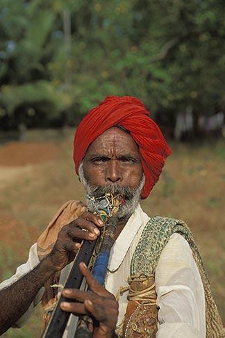 image 0-605-20 India, Goa, Itinerant musician, Anjuna