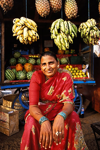 image 0-606-67 India, Goa, Woman at fruit stand, Colva