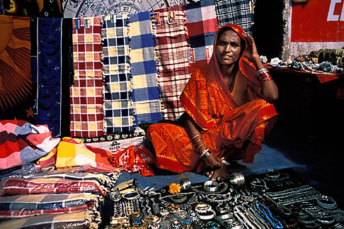 image 0-607-16 India, Goa, Anjuna flea market