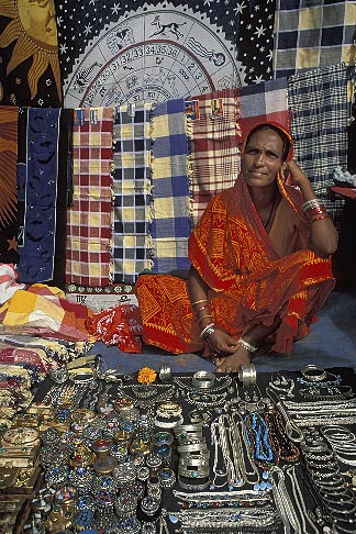 image 0-607-38 India, Goa, Anjuna flea market