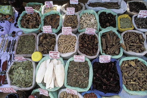 image 0-608-14 India, Goa, Spices, Anjuna flea market