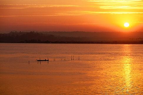 image 0-608-65 India, Goa, Sunrise over Mandovi River