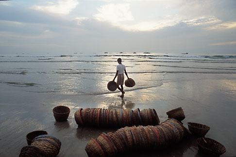 image 0-609-97 India, Goa, Fishermens baskets, Colva Beach