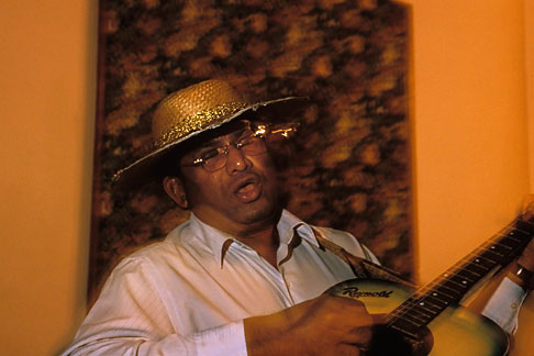 image 0-611-38 India, Goa, Panjim, Mando guitarist