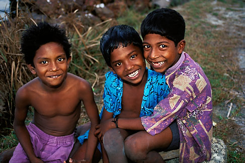 image 7-133-37 India, Kerala, Young boys, coastal village