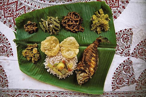 image 7-133-5 India, Kerala, Thali dinner, backwaters houseboat