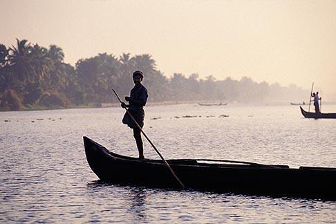 image 7-135-3 India, Kerala, Boatmen, coastal backwaters