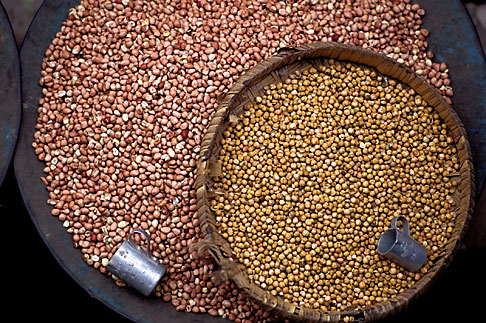 image 7-139-6 India, Trivandrum, Beans in market