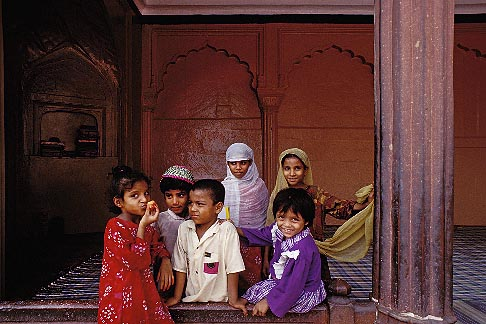 image 7-290-1 India, New Delhi, Children, Jama Masjid