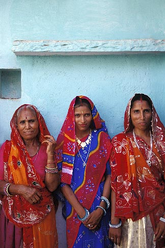 image 7-321-14 India, Rajasthan, Family, Samode village