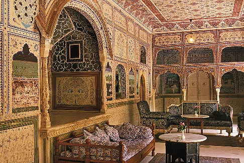 image 7-323-12 India, Rajasthan, Sultan Mahal lounge, Samode Palace