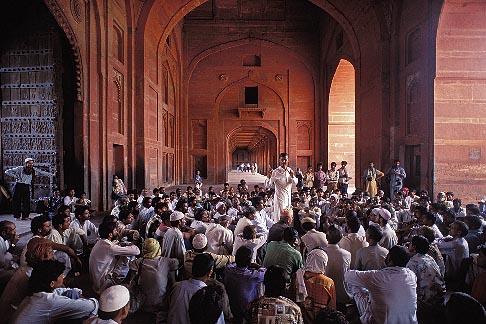 image 7-380-4 India, Agra, Fatehpur Sikri, Jama Masjid meeting